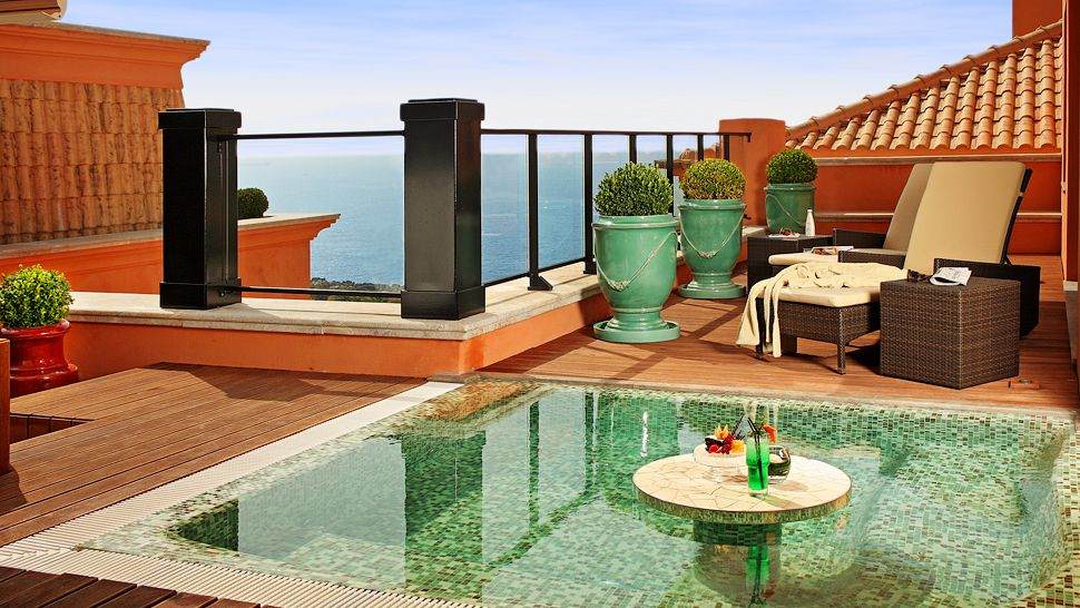 005666-05--penthouse-patio-private-pool.jpg